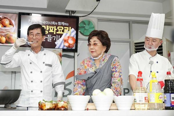 한국마사회, 양파농가돕기 '바로마켓 양파사랑 건강나눔 한마당' 개최