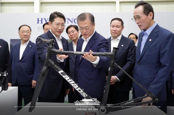 조현준 효성 회장, 탄소섬유로 기술 경영의 기치 내걸다